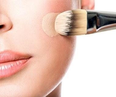 8 makijażowych przyborów, które musisz mieć