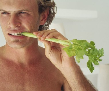8 niesamowitych korzyści wynikających z jedzenia selera