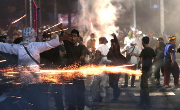 8 osób nie żyje, kilkaset jest rannych. Zamieszki w Dżakarcie
