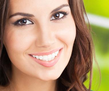 8 rzeczy, które niszczą twoje zęby