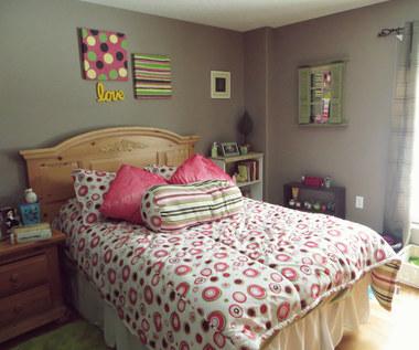 8 sprytnych wskazówek na uporządkowanie sypialni