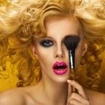 8 trików makijażowych, które wykonasz w mgnieniu oka