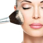 8 wskazówek, jak konturować i rozjaśniać twarz