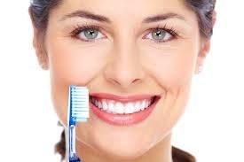 8 złych nawyków podczas mycia zębów /© Photogenica