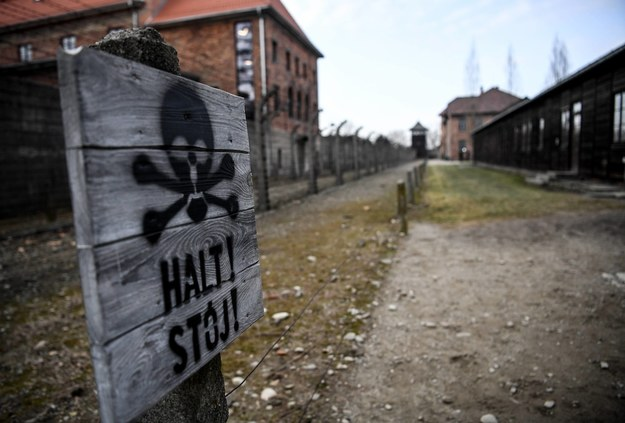 80 lat temu, 14 czerwca 1940 r., Niemcy przeprowadzili pierwszą deportację Polaków do obozu Auschwitz /Britta Pedersen  /PAP/DPA