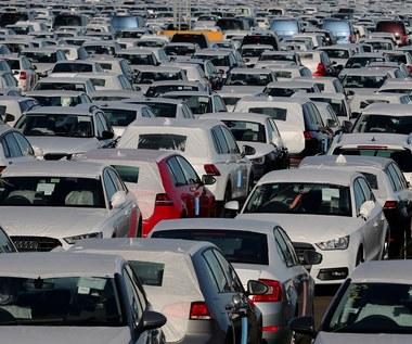 81 tys. zł. O tyle wzrosła cena przeciętnego auta w 20 lat!