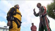 """82-latka skoczyła ze spadochronem. """"Nie podpierajcie łokci w oknach"""""""