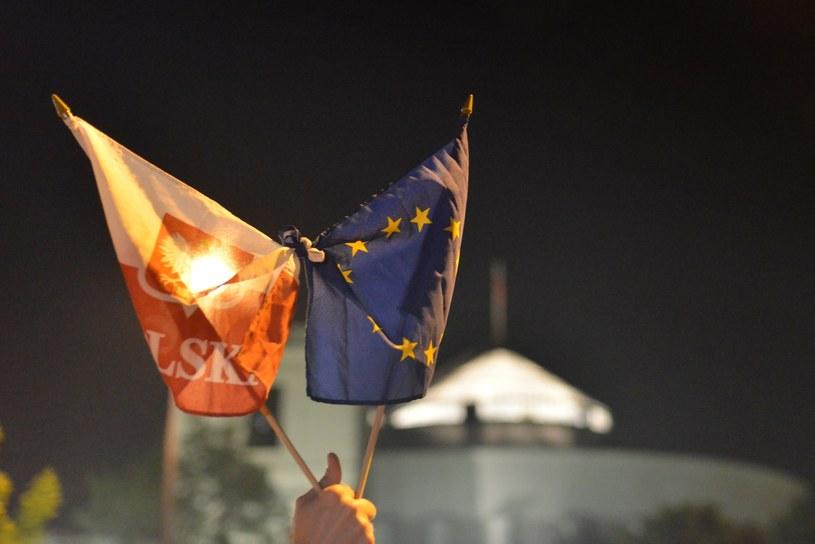 83 proc. Polaków uważa, że nasz kraj nie powinien opuszczać UE /Daniel Gnap /East News