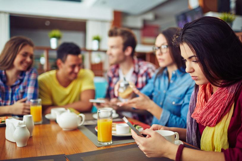 83 proc. Włochów w wieku od 18 do 60 lat deklaruje, że nie może obyć się bez internetu w czasie urlopu /123RF/PICSEL