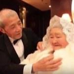 84-latek zaskoczył żonę romantycznym prezentem - wideo