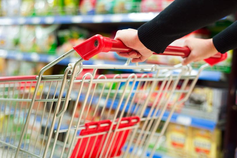 85 proc. Polaków przyznaje, że zdarza im się robić zakupy w niedzielę i święta /123RF/PICSEL