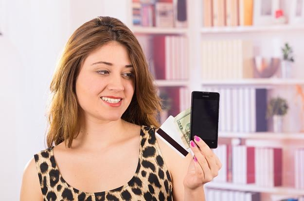85 proc. transakcji w Polsce to płatności zbliżeniowe /©123RF/PICSEL