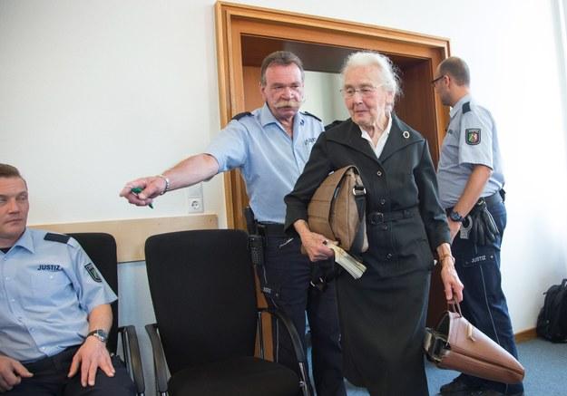 87-letnia Ursula Haverbeck została skazana na osiem miesięcy więzienia /FRISO GENTSCH /PAP/EPA
