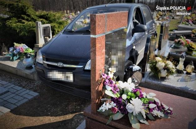 88-latek wjechał samochodem w cmentarną alejkę /KPP Mikołów /