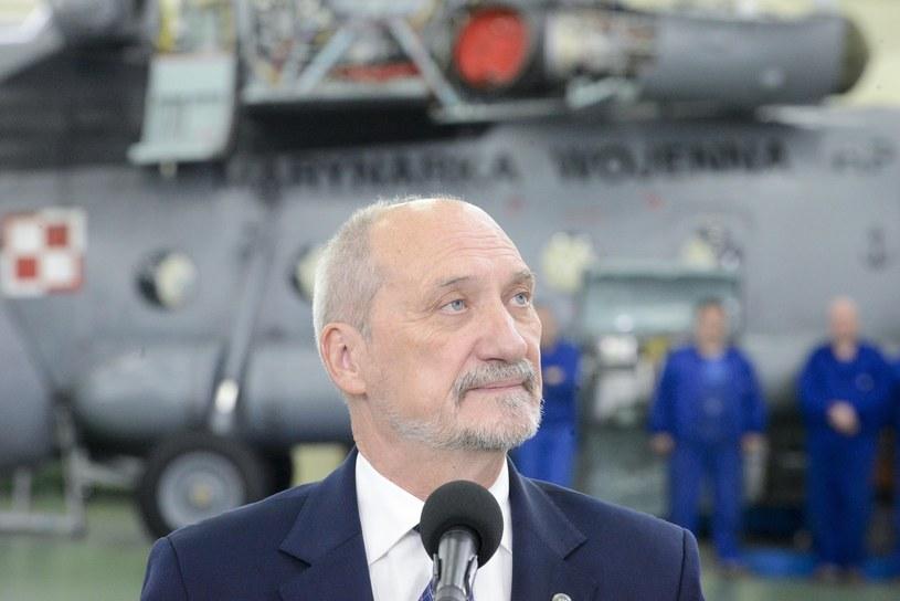 9 lutego szef MON Antoni Macierewicz mówił, że pierwsze dwa śmigłowce zostaną dostarczone najpóźniej w marcu. /Piotr Kamionka /Reporter