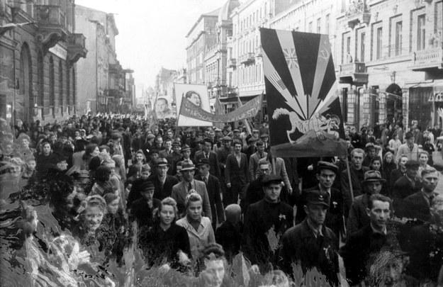 9 maja 1945 r, Łodź. Manifestacja z okazji dnia zwycięstwa /Muzeum Niepodległości /East News