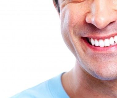 9 naturalnych metod na wybielenie zębów