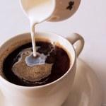 9 powodów, żeby przestać używać zabielacza do kawy