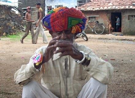 90-letni Nanu Ram Jogi spłodził 21 dzieci. Pierwsze w 1943 roku. Ostatnie w roku bieżącym. /AFP
