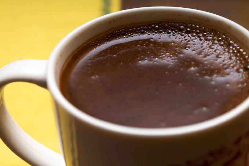 90 proc. osób pije pierwszą kawę przed południem /123RF/PICSEL