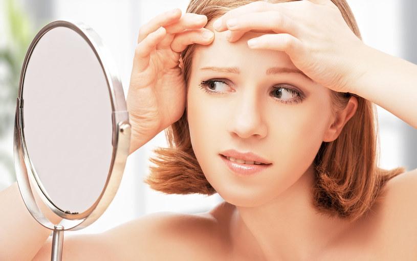 90 proc. pacjentów z powodu dolegliwości skórnych ma obniżone poczucie własnej wartości i pewności siebie /123RF/PICSEL