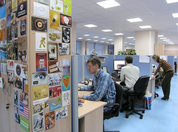90 proc. polskich firm mogły w 2009 r. dotknąć nadużycia ze strony ich pracowników /AFP