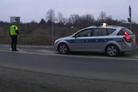 A czy w tym wypadku policja także nie łamie przepisów ruchu drogowego? /poboczem.pl