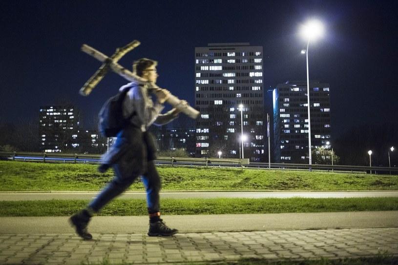 a Ekstremalna Droga Krzyżowa na 46-kilometrowej trasie z Warszawy do Zakroczymia /Andrzej Humlinka/Reporter /Reporter