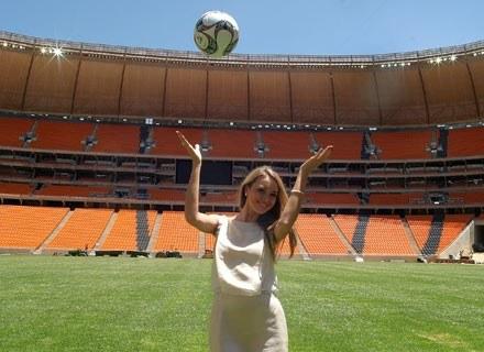A gdyby, zamiast specyfików, piłkarzom pokazywać piękne kobiety - czy nie wzrosłaby ich wydolność? /AFP
