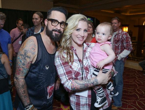 A.J. z żoną i córeczką /- /Getty Images