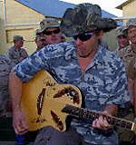 ...a Ted Nugent popiera Busha /AFP