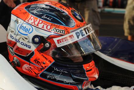 ...a w wyścigu w swoim starym kasku, podpisanym przez członków zespołu BMW Sauber /
