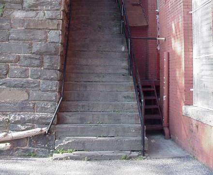 A wszystko przez fatalny upadek ze schodów... /RMF