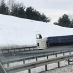 A4 zablokowana. Na pasie w stronę Krakowa leży ciężarówka
