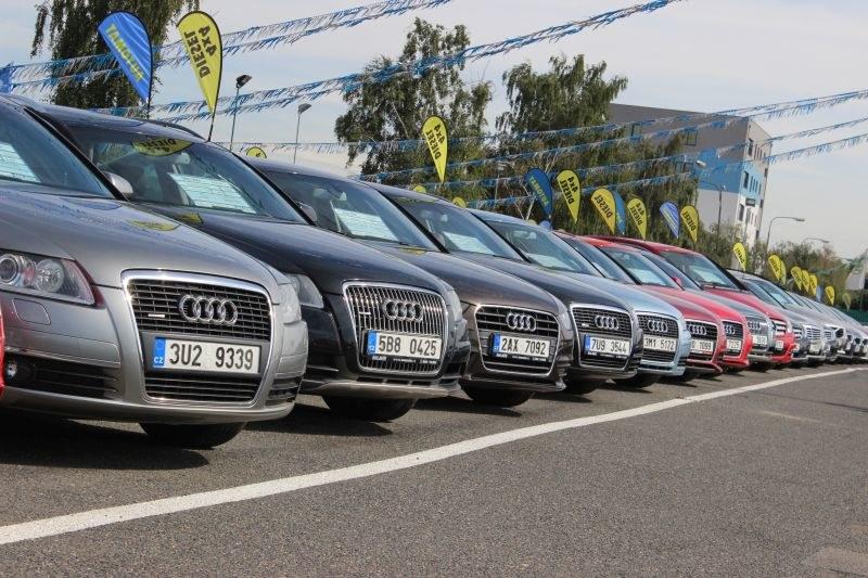 AAA Auto ma całe aleje takich samych modeli samochodów /INTERIA.PL