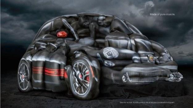 Abarth 500 Cabrio z... kobiecych ciał /Abarth