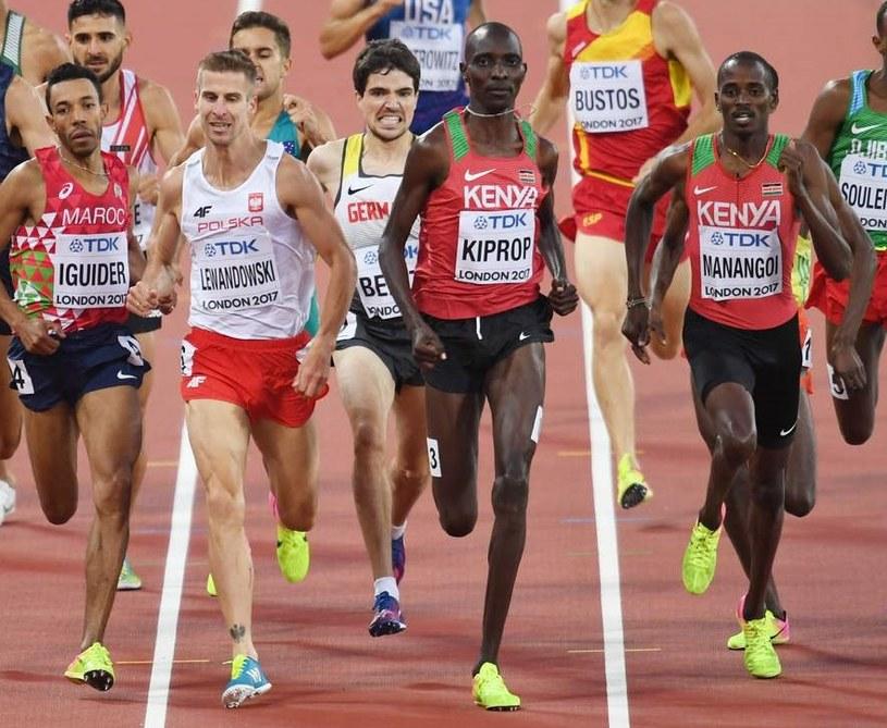 Abdalaati Iguider, Marcin Lewandowski, Asbel Kiprop i Elijah Motonei Manangoi w biegu na 1500 m podczas MŚ w Londynie, w 2017 r. /AFP
