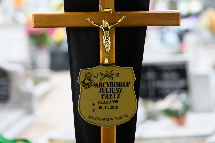 Abp Juliusz Paetz został pochowany na cmentarzu parafialnym św. Antoniego na Starołęce /Jakub Kaczmarczyk /PAP