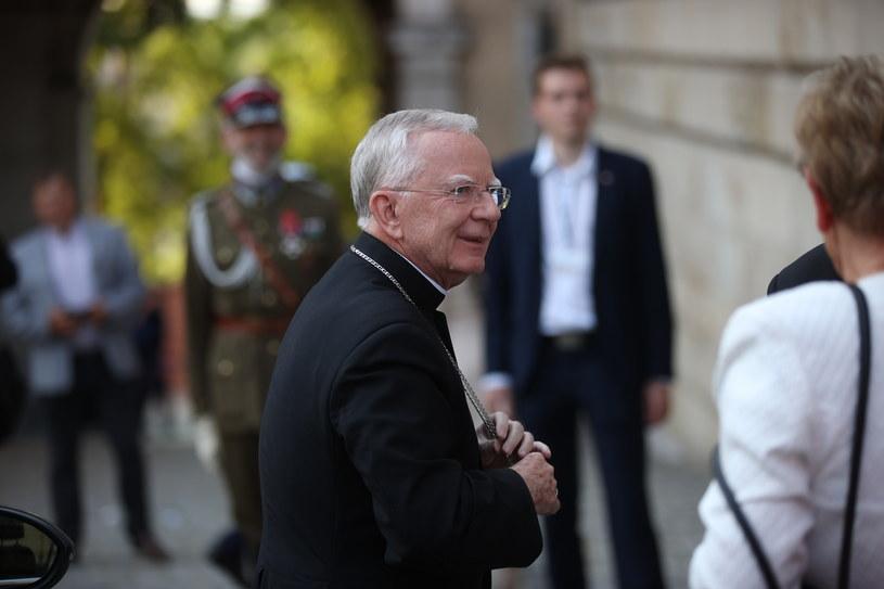 Abp Marek Jędraszewski w drodze na mszę świętą w katedrze na Wawelu /PAP/Łukasz Gągulski /PAP