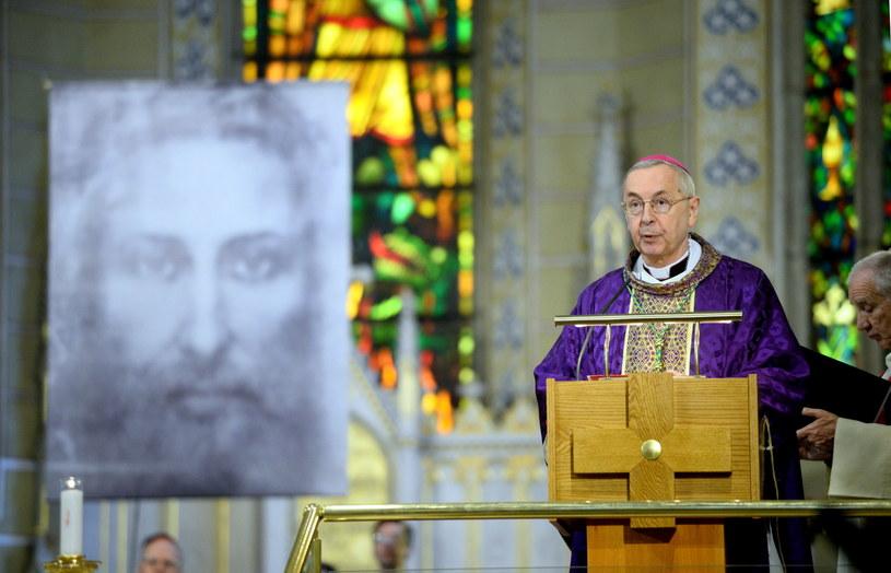 Abp Stanisław Gądecki podczas mszy św. w katedrze Świętego Michała w Veszprem /Jacek Turczyk /PAP