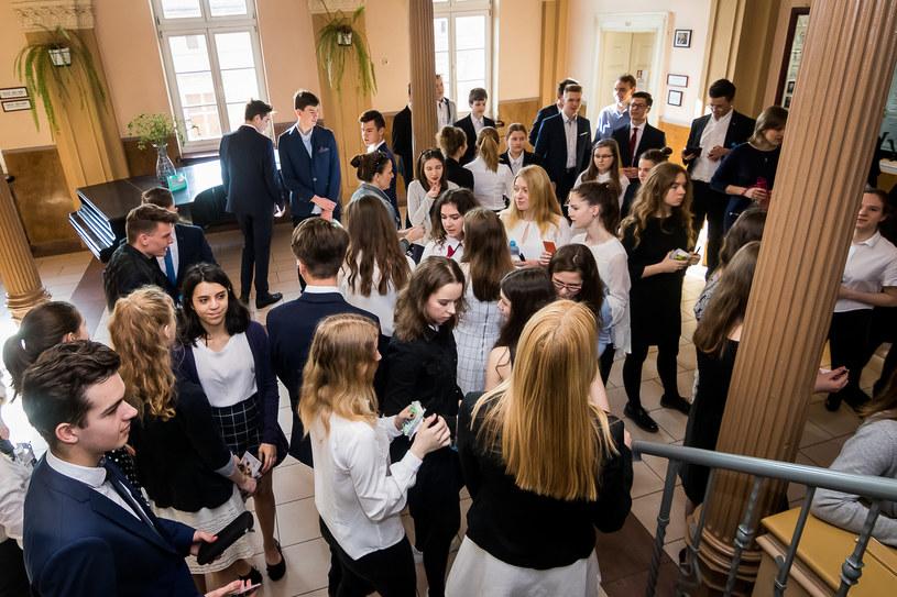 Absolwenci gimnazjum - zdjęcie ilustracyjne /TOMASZ CZACHOROWSKI/POLSKA PRESS /East News