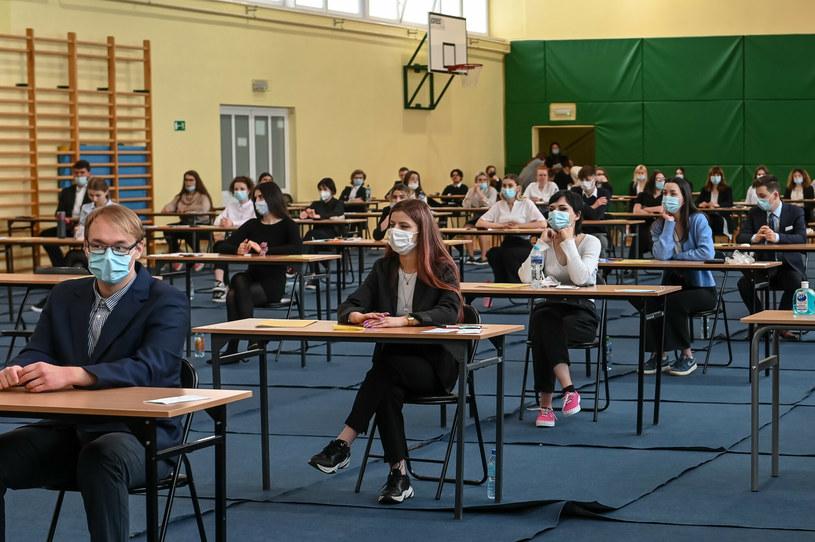 Absolwenci podczas egzaminu maturalnego /KAROLINA MISZTAL/REPORTER /Reporter