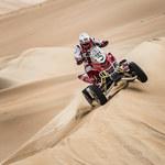 Abu Dhabi Desert Challenge: Awans Sonika z... pasażerem na gapę