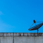 Abu Zabi bez anten satelitarnych?
