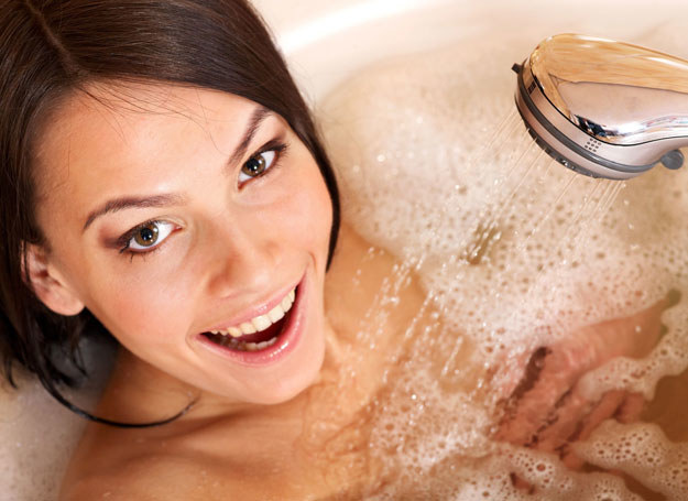 Aby aktywne składniki zawarte w kosmetykach mogły za działać, muszą wniknąć w skórę /123RF/PICSEL