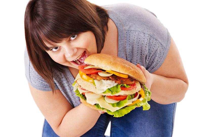 Aby dieta była skuteczna, nie nalezy myśleć o niej jak o karze /123RF/PICSEL