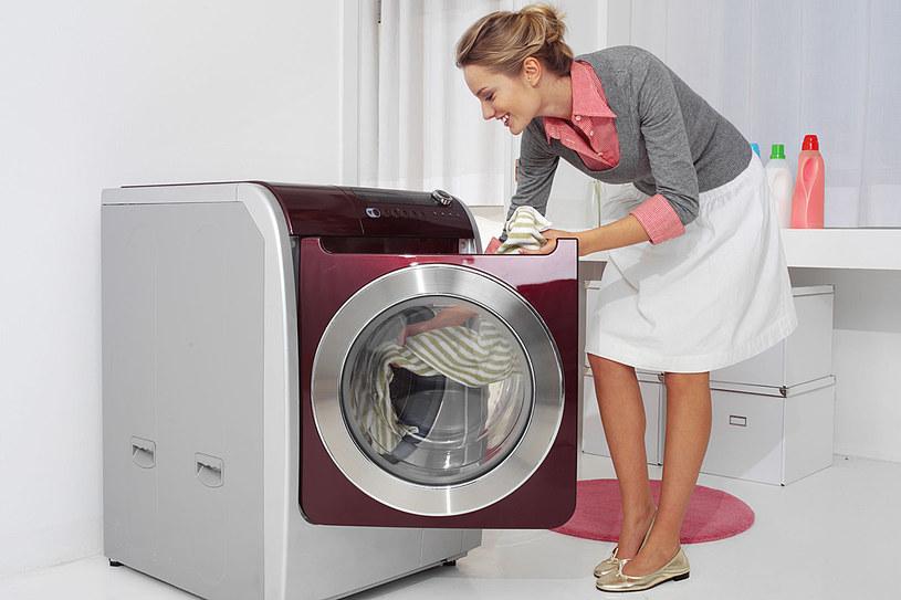 Aby nie zniszczyć tkanin w praniu, trzeba znać kilka podstawowych zasad /123RF/PICSEL