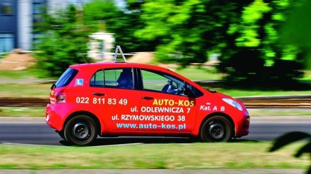 Aby przystąpić do kursu na prawo jazdy kategorii B, trzeba ukończyć 17 lat i 9 miesięcy. /Motor