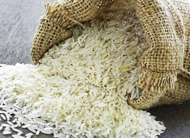 Aby ryż był lekki, smaczny i sypki koniecznie namocz go przed ugotowaniem /123RF/PICSEL