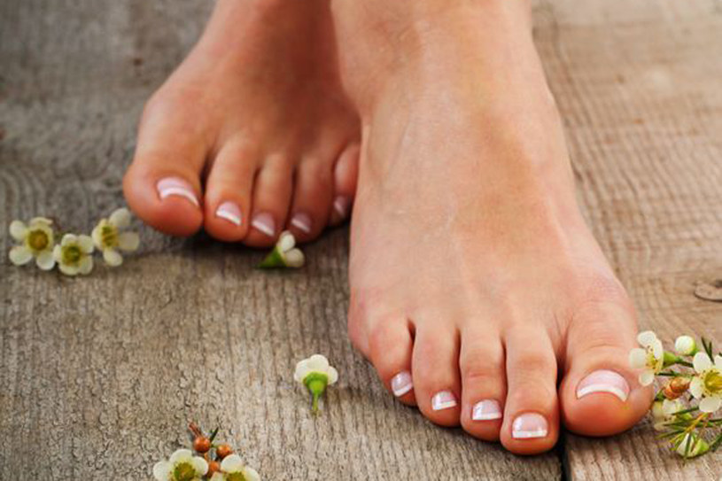 Aby stopy były piękne wymagają dużo pielegnacji /123RF/PICSEL